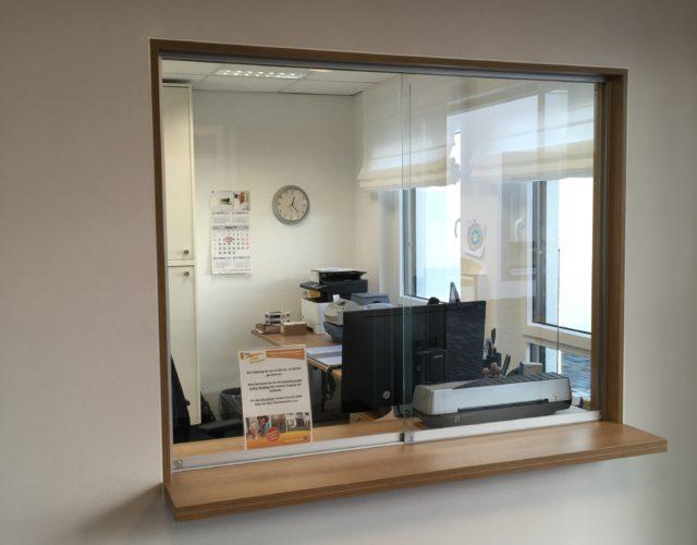 Schiebefenster Pforte Empfang Glas