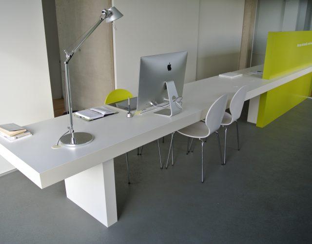 Schreibtisch Arbeitstisch Überlänge Sichtschutz Trennwand lackiert