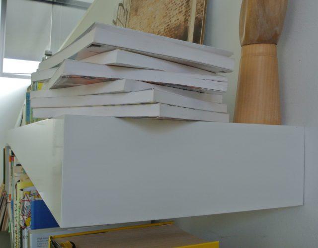 Wandboard Bücherregal MDF lackiert unsichtbar befestigt