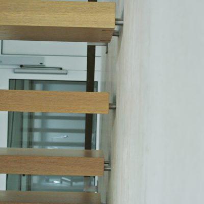 Treppe Holz Massiv Tischler Treppenbau Stahl - © 2017 Tischlerei Bechhold