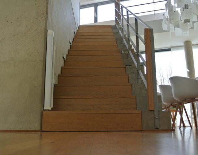 Treppe Holz Massiv Tischler Treppenbau Beton